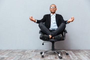 homme-zen-relaxation-sophrologie-hypnose